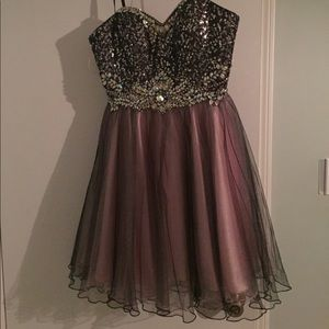 Juniors size 6 party dress: perfect for formals